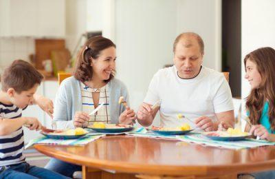 Posiłki dla 4-osobowej rodziny<br /> <strong>przez 1 miesiąc</strong>